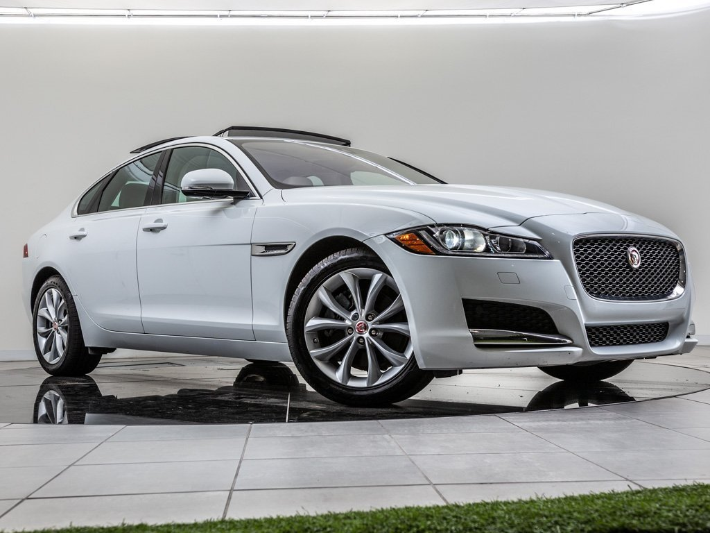 Pre-Owned 2017 Jaguar XF 20d Premium Navigation, Moonroof, Backup Camera